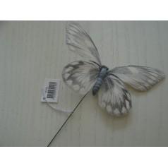 Fjäril på stick vit med grått mönster